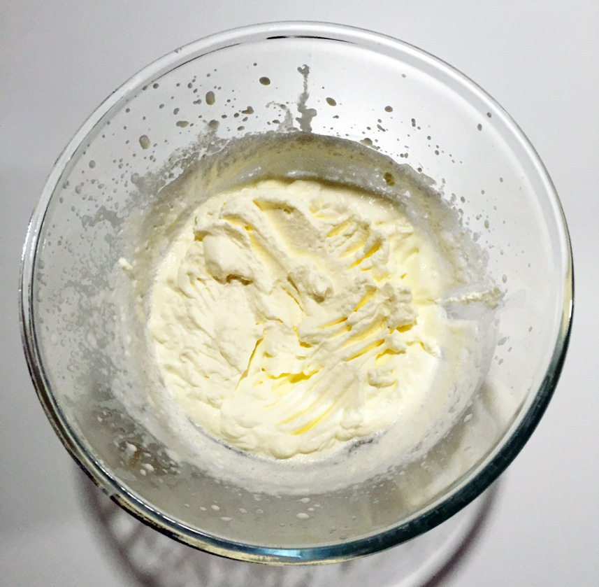 Use an electric whisk to beat the whipping cream until peaks form.